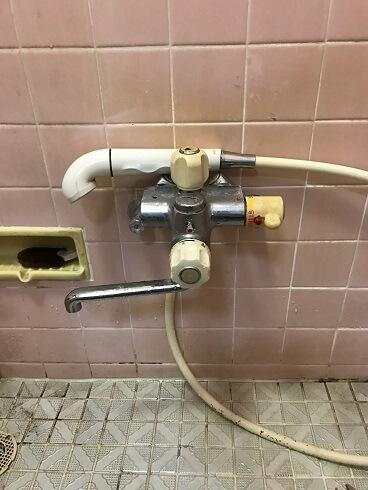 【水のトラブル】浴室蛇口交換作業①の画像
