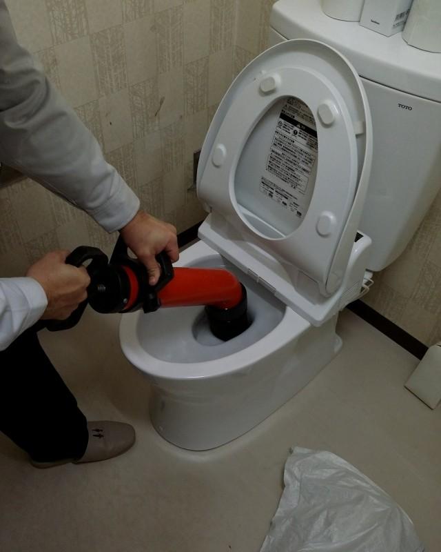 水のトラブル(トイレの詰まり除去修理)の画像