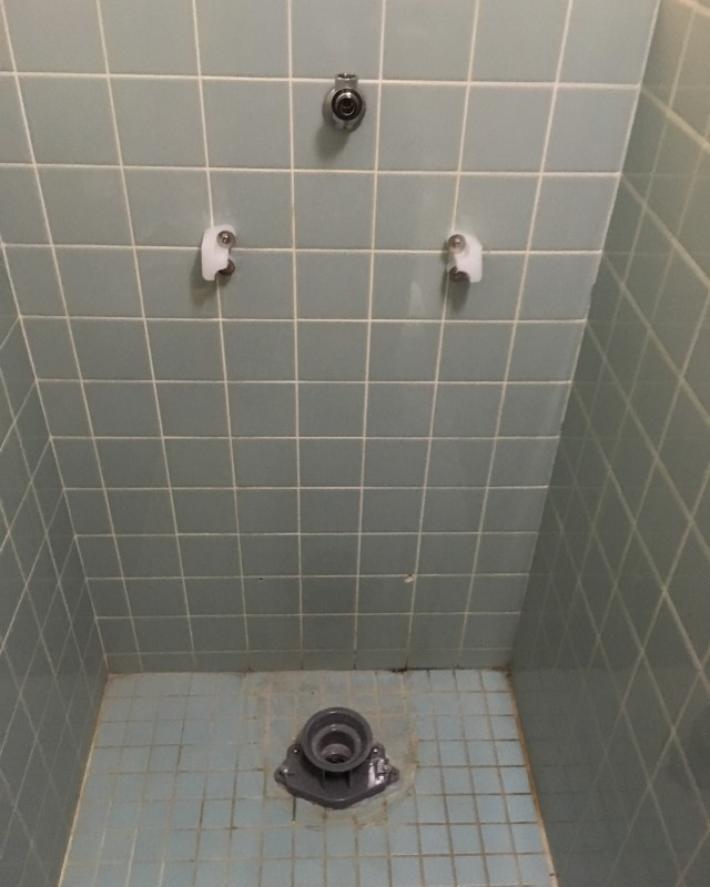 水のトラブル(小便器の交換修理)の画像