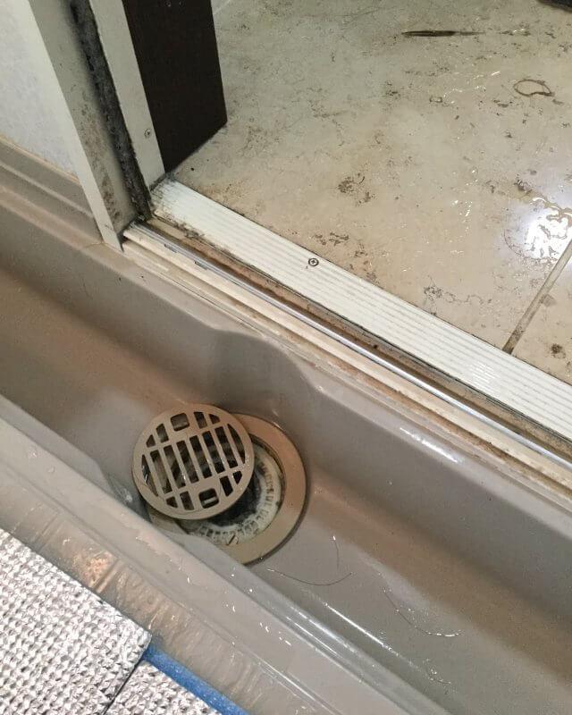 水のトラブル(浴室の詰まり除去)の画像