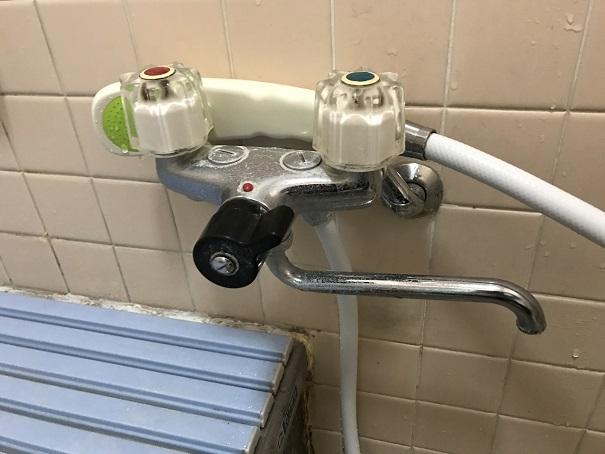水のトラブル(浴室蛇口の水漏れ修理交換①)の画像