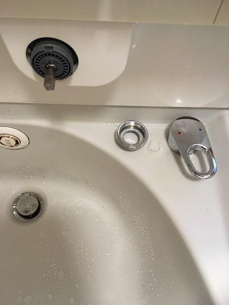 水のトラブル(洗面所蛇口水漏れ修理交換③)の画像