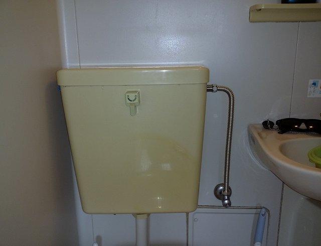 水のトラブル(トイレの水漏れ修理)の画像