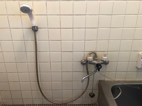 水のトラブル(浴室蛇口水漏れ修理交換①)の画像