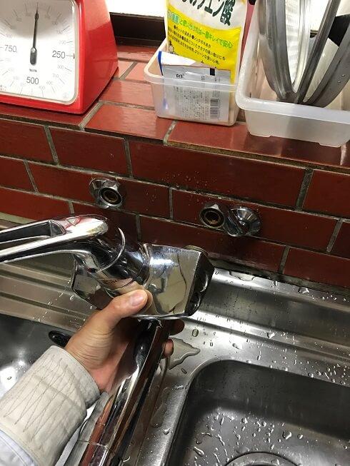 水のトラブル(台所蛇口水漏れ修理交換②)の画像
