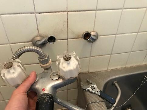 水のトラブル(浴室蛇口水漏れ修理交換②)の画像