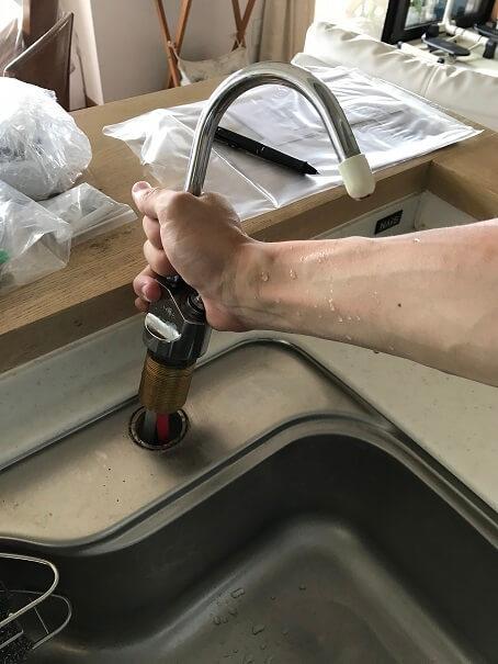 水のトラブル(台所浄水器水漏れ修理交換④)の画像