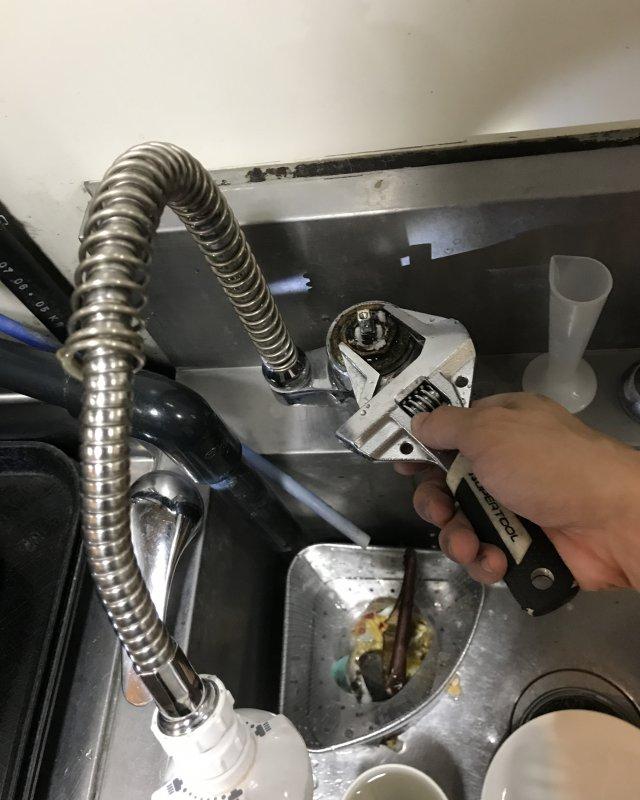 【水のトラブル】厨房水漏れ部品交換作業②の画像