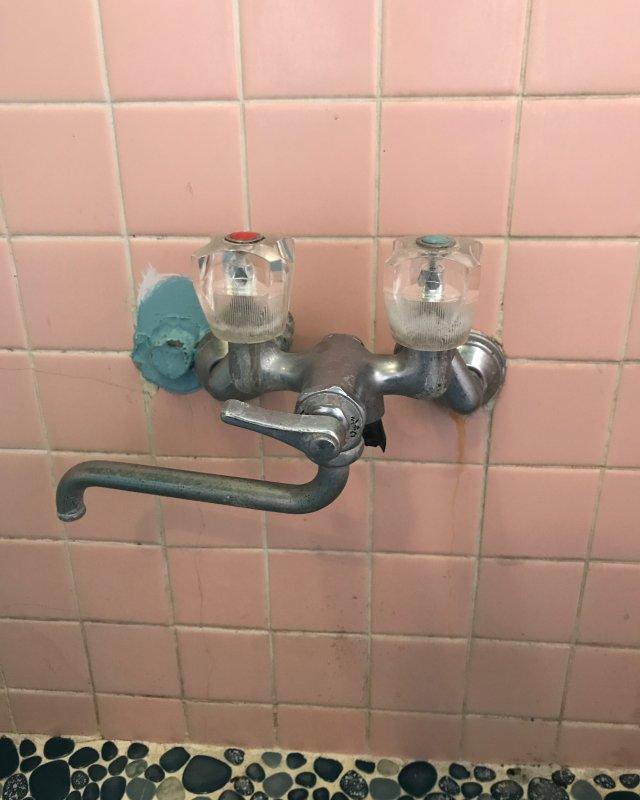 【水のトラブル】浴室水漏れ交換作業①の画像