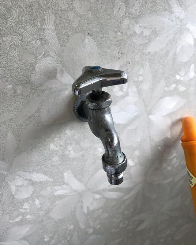【水のトラブル】洗濯場蛇口水漏れ修理作業①の画像