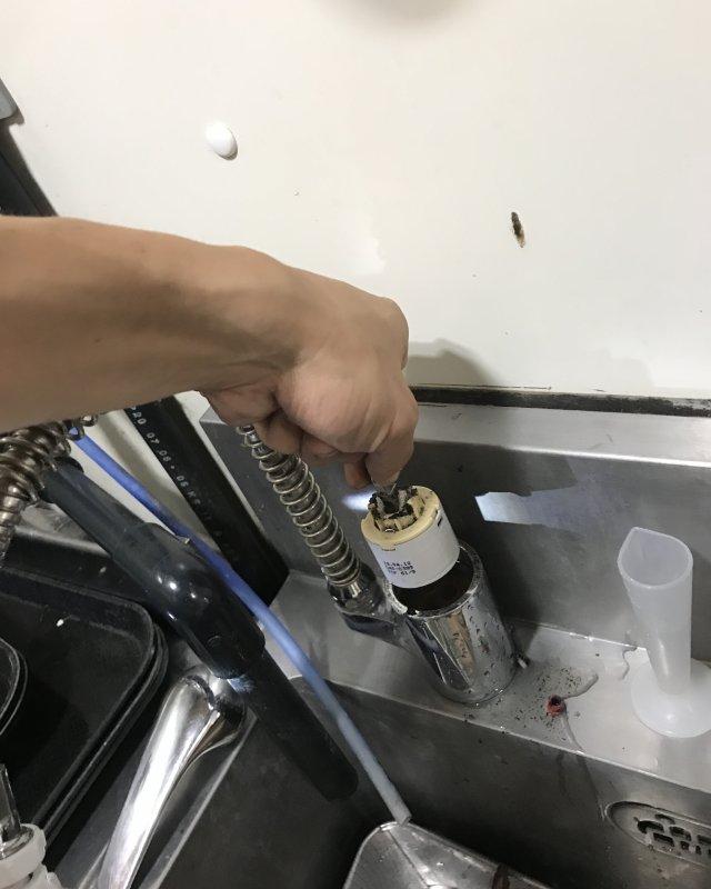 【水のトラブル】厨房水漏れ部品交換作業③の画像